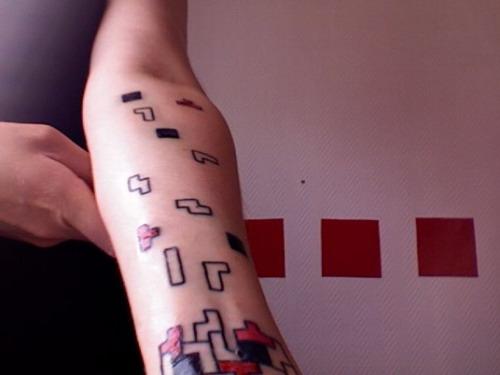 10 tatuaje tetris brazo