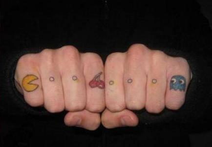 8 Tatuaje pacman dedos
