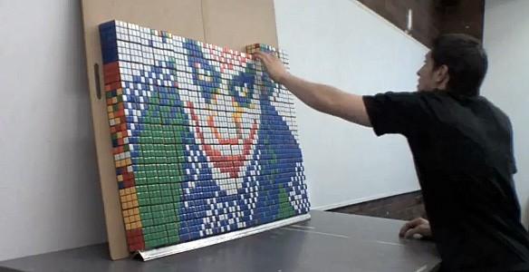 Escultura de Joker en cubos rubik